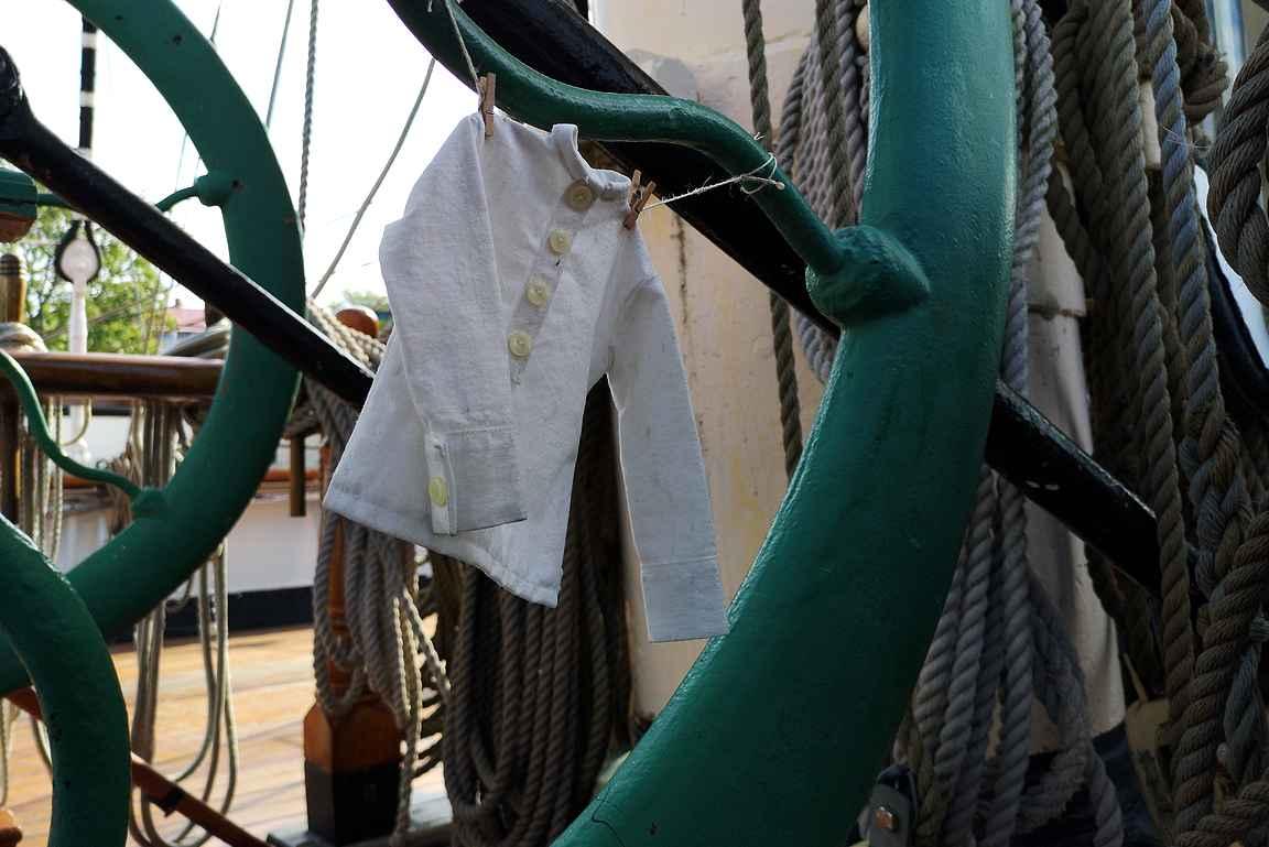 Laivarotta Rubyn paita kuivuu tuulessa.