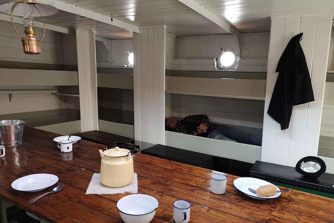 Välillä oli levättävä miehistön tilassa.