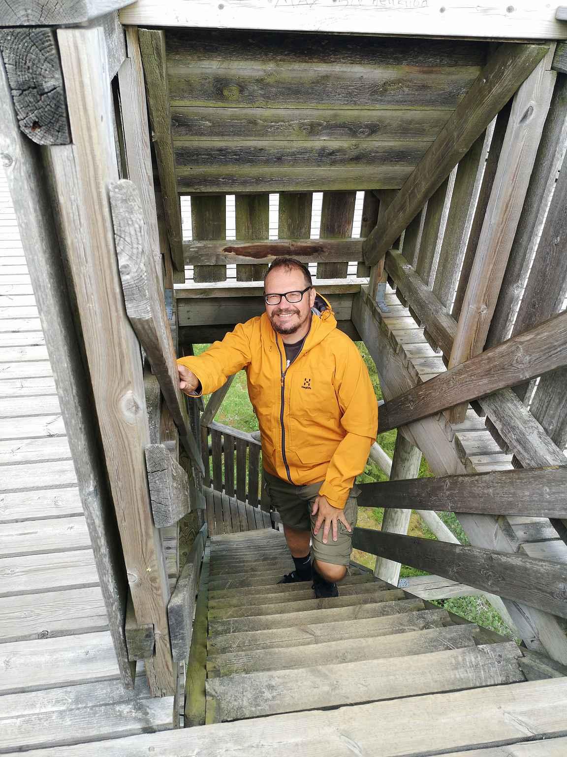 Torronsuon näkötorniin kannattaa kiivetä katsoon maisemia.