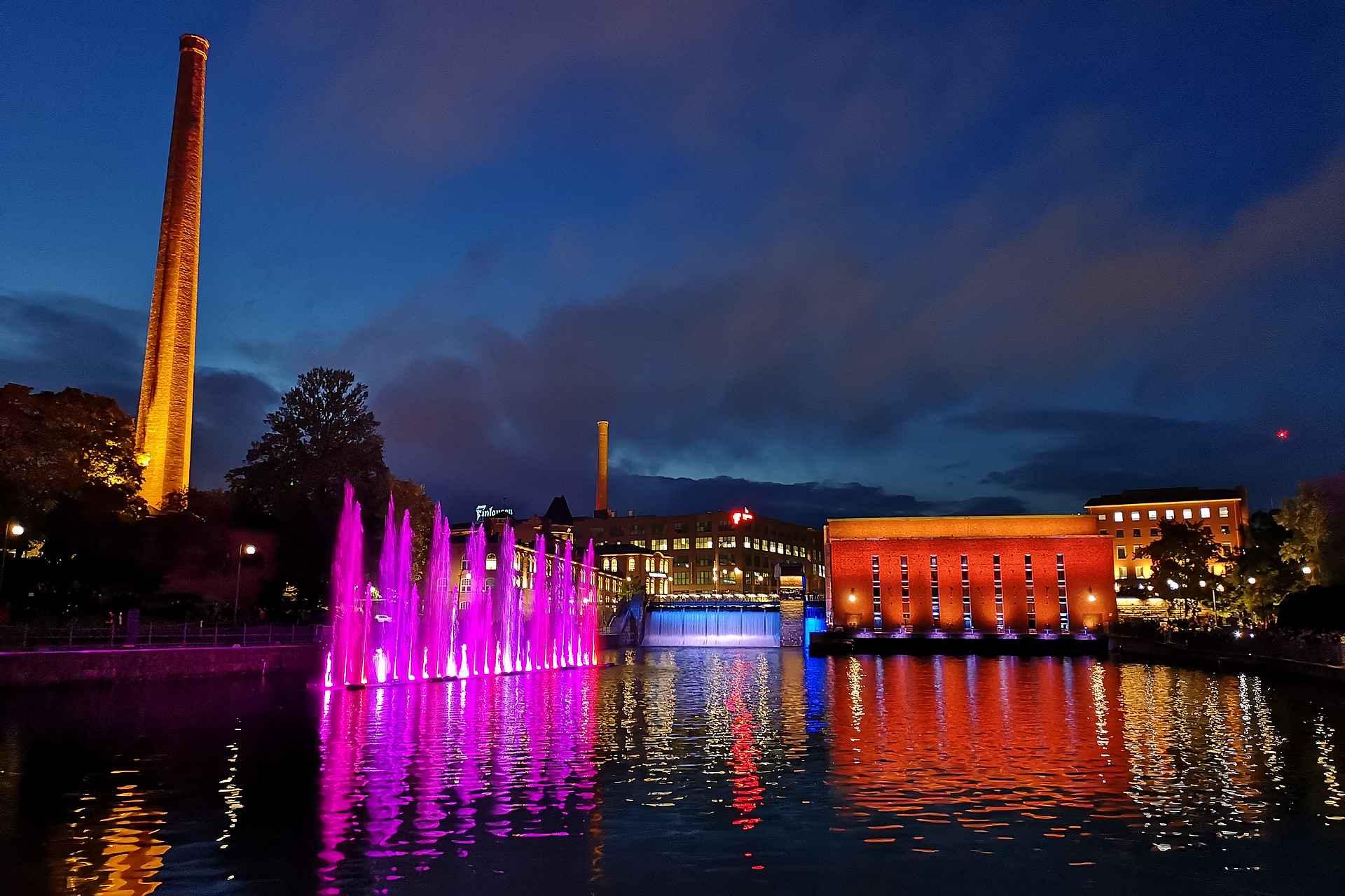 Dancing Fountain Tammerkosken varrella viihdytti kansaa syksyllä 2019.