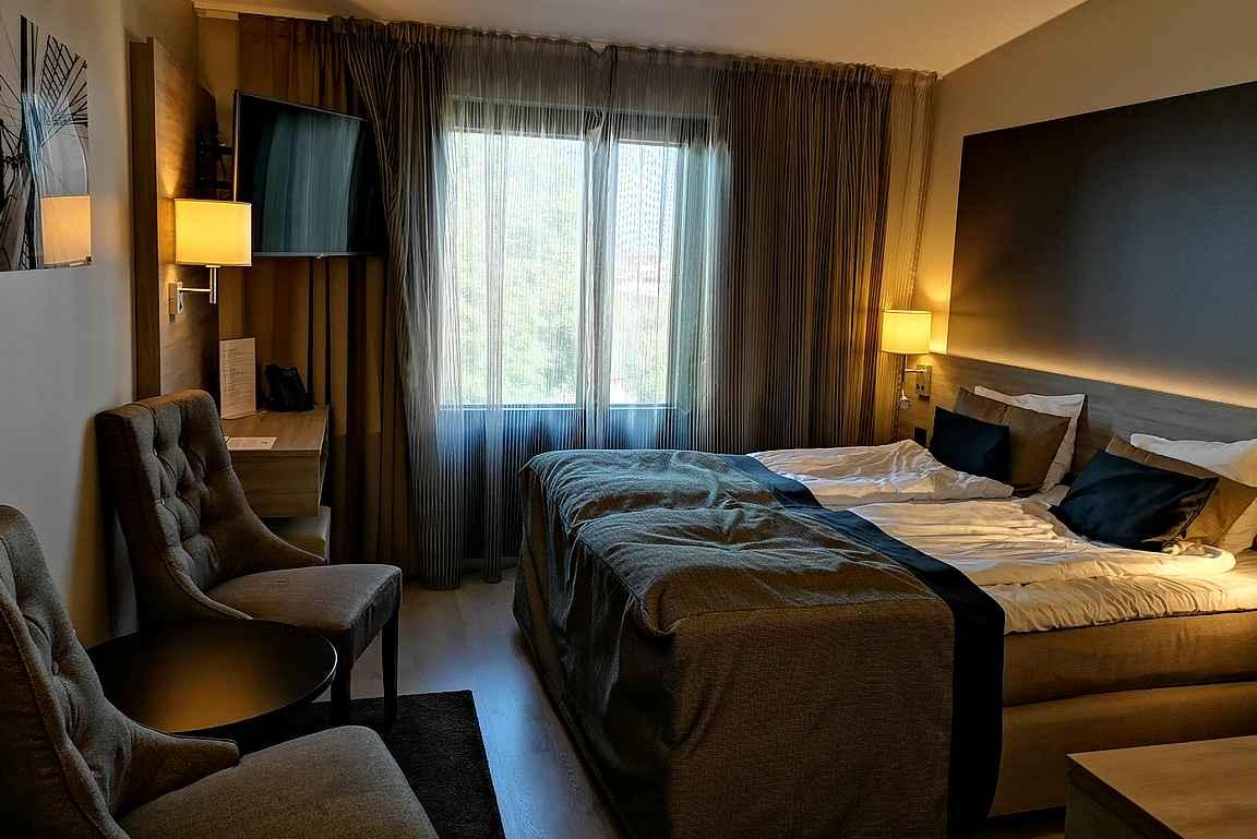 Uudistetun Hotelli Pommernin superior huoneet ovat varsin viihtyisiä.