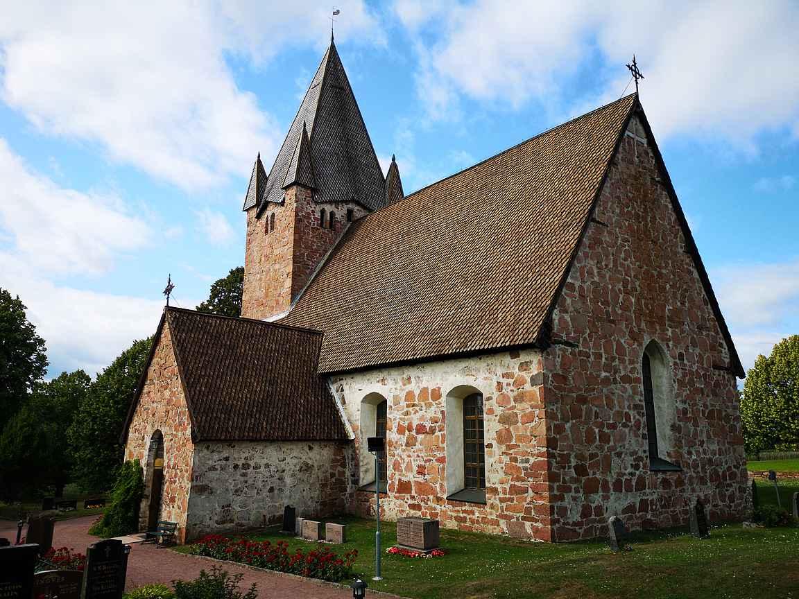 Vaikka Finströmin kirkko on upea ulkoa, niin sisältä se on arkkitehtuurillinen helmi.