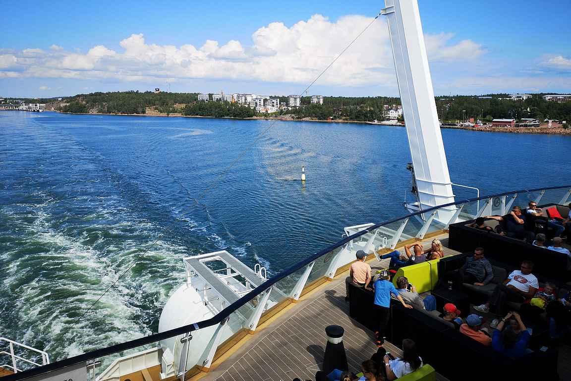 Laivan kannelta oli mukava jättää lämpimät heipat onnistuneelle Ahvenanmaan lomalle.