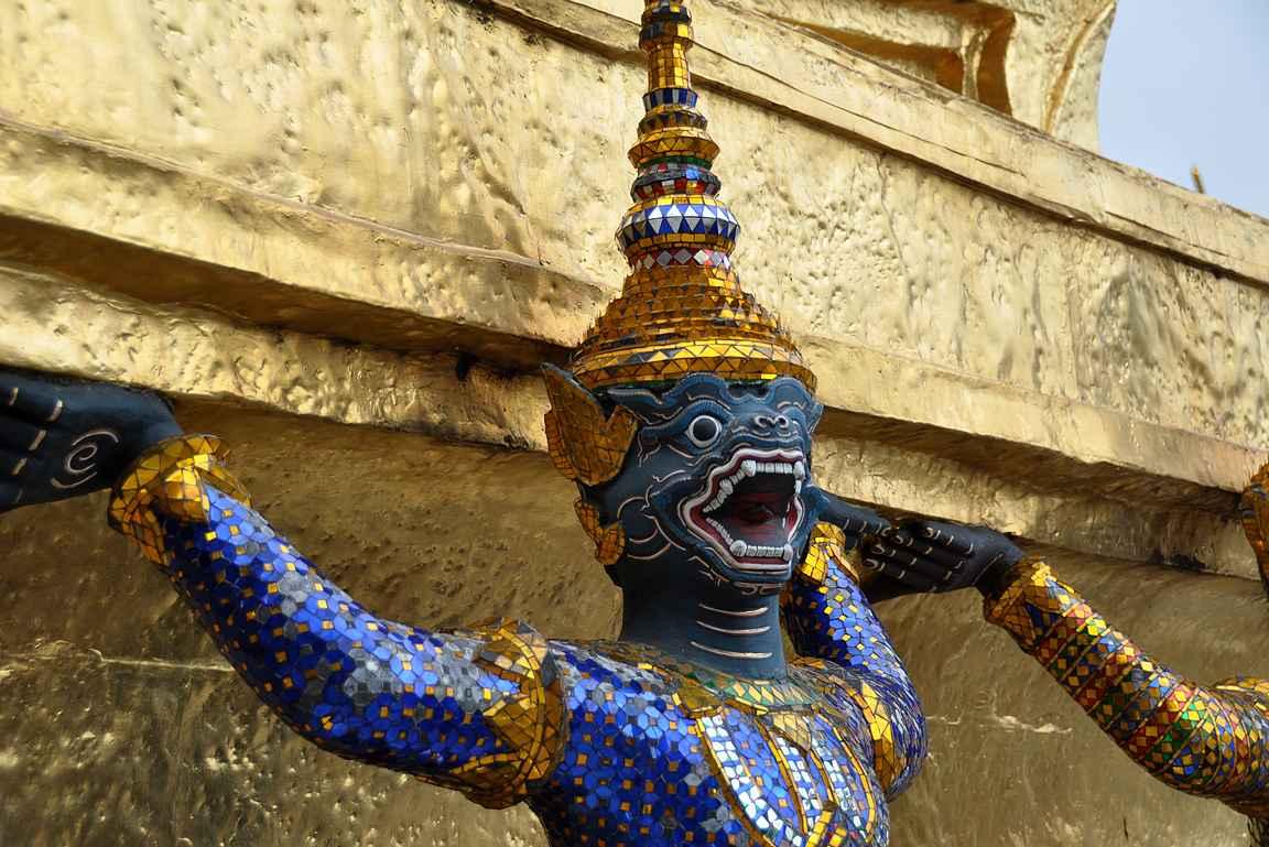 Suuren palatsin patsaat ovat mielenkiintoisia, osa jopa pelottavia.
