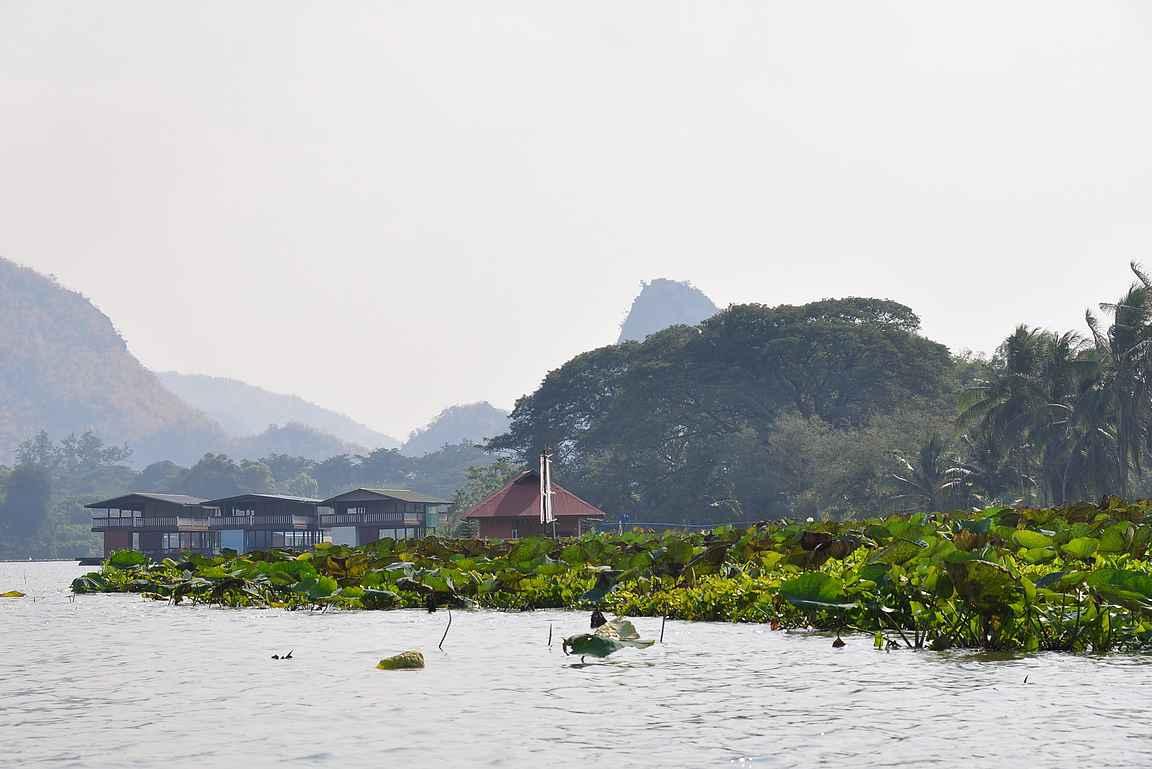Kwai-joen veneretki antaa katsauksen alueen upeisiin maisemiin.
