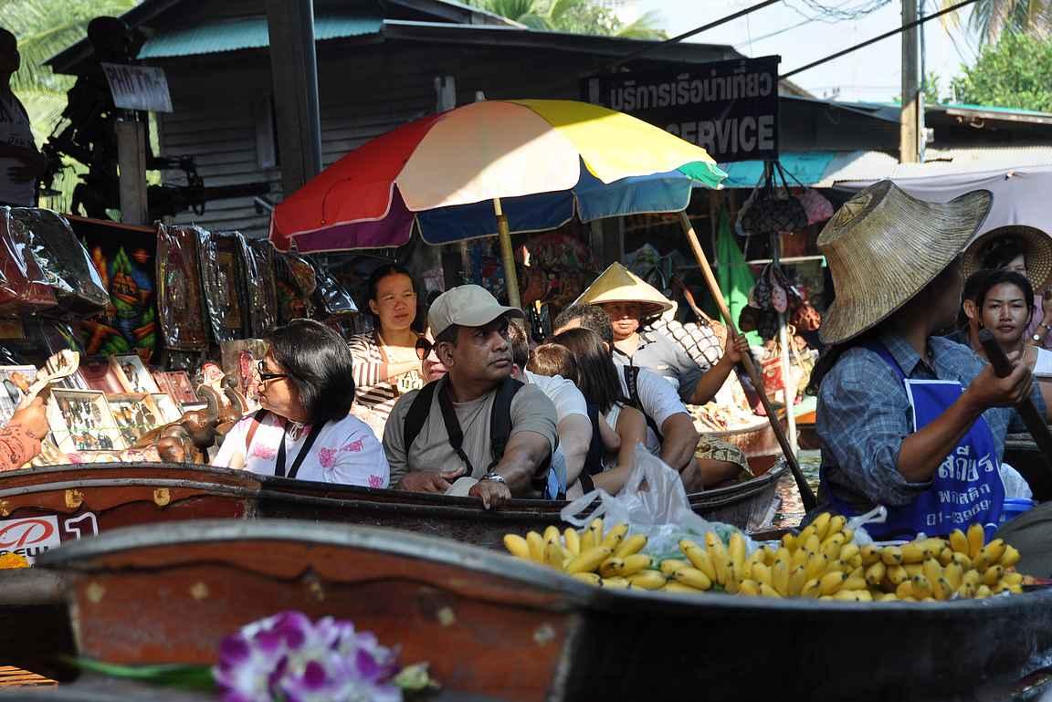 Damnoen Saduakin kelluvat markkinat ovat James Bond fanin suosikkikohde Bangkokissa.