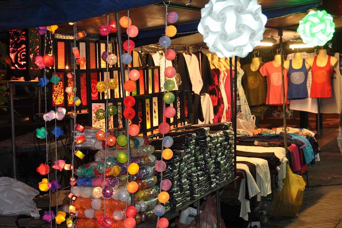 Patpong Night Market on yksi Bangkokin kuuluisimmista iltatoreista.