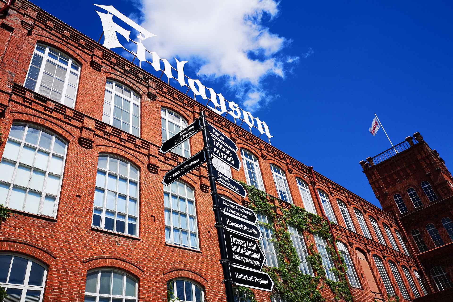 Forssan Kutomon aluetta hallitsee Finlaysonin tehdas.