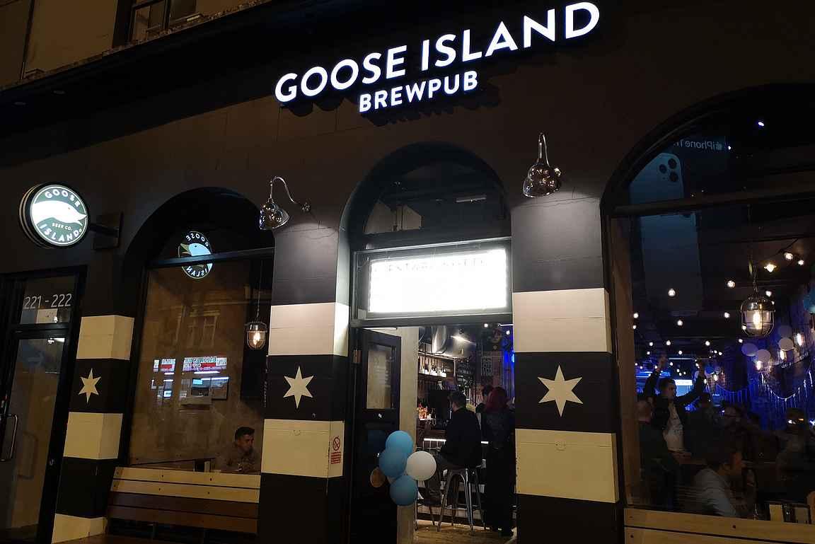 Maailman pienpanimopääkaupungista Chicagosta Shoreditchiin panimoravintolan avannut Goose Island Brewery houkuttelee suorastamaan astumaan sisään illanviettoon.