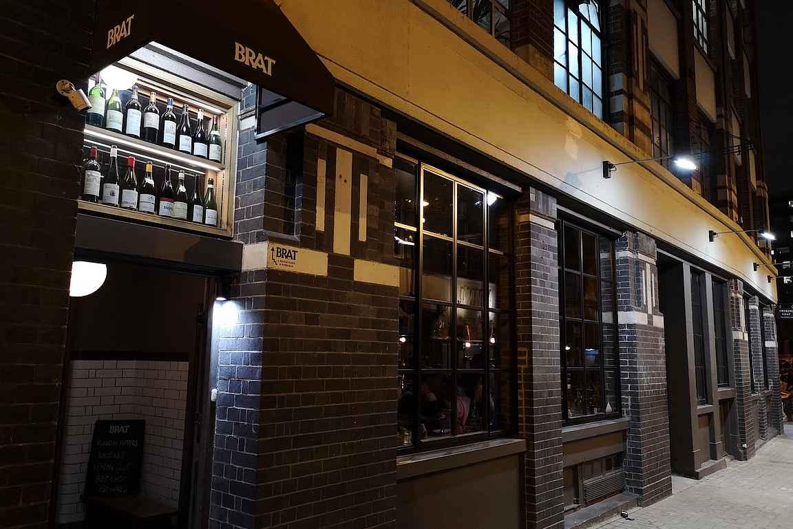 Brat on yksi suosituimpia Michelin-tähti ravintoloita, joten varaus kannattaa tehdä ajoissa etukäteen.