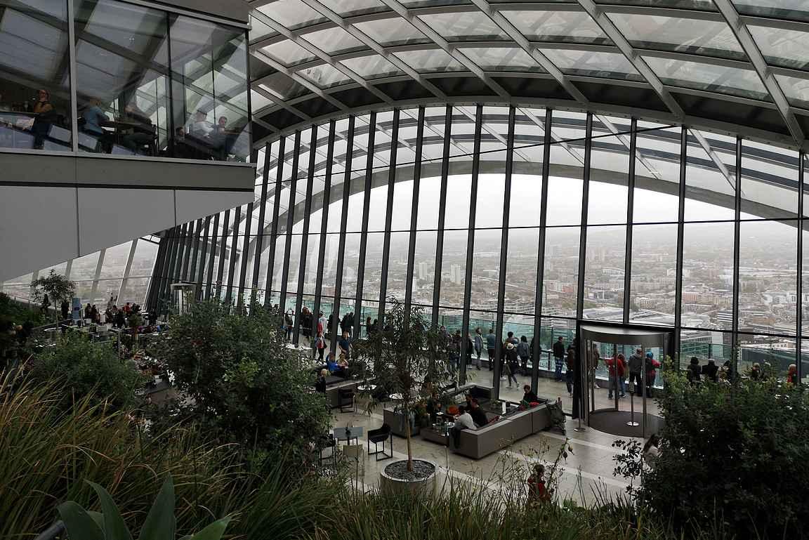 Kymmenen minuutin kävelymatkan päässä on yksi Lontoon parhaista nähtävyyksistä eli Sky Garden.