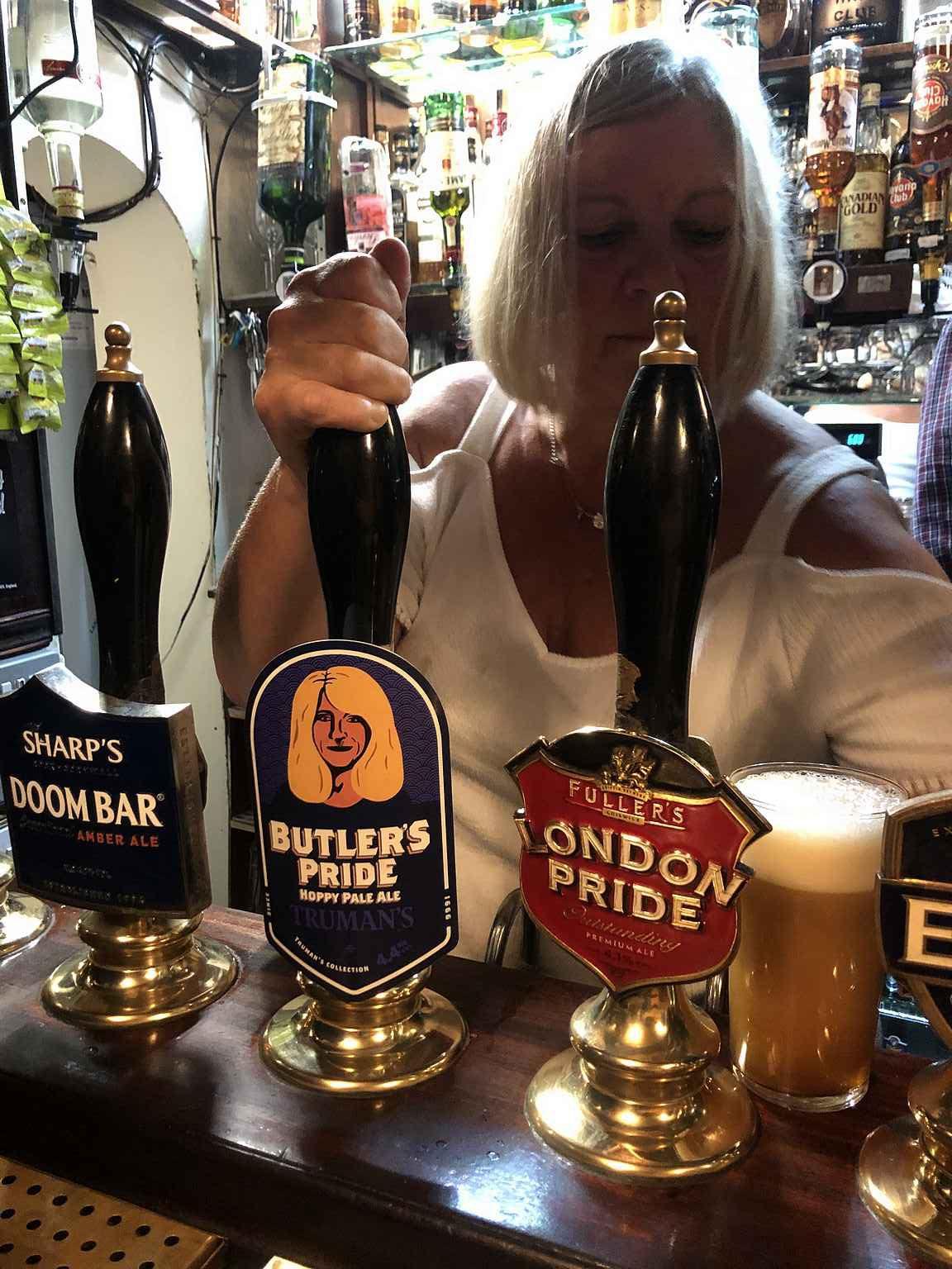 The Pride of Spitalfields tarjoaa erinomaiset oluet viehättävässä ympäristössä.