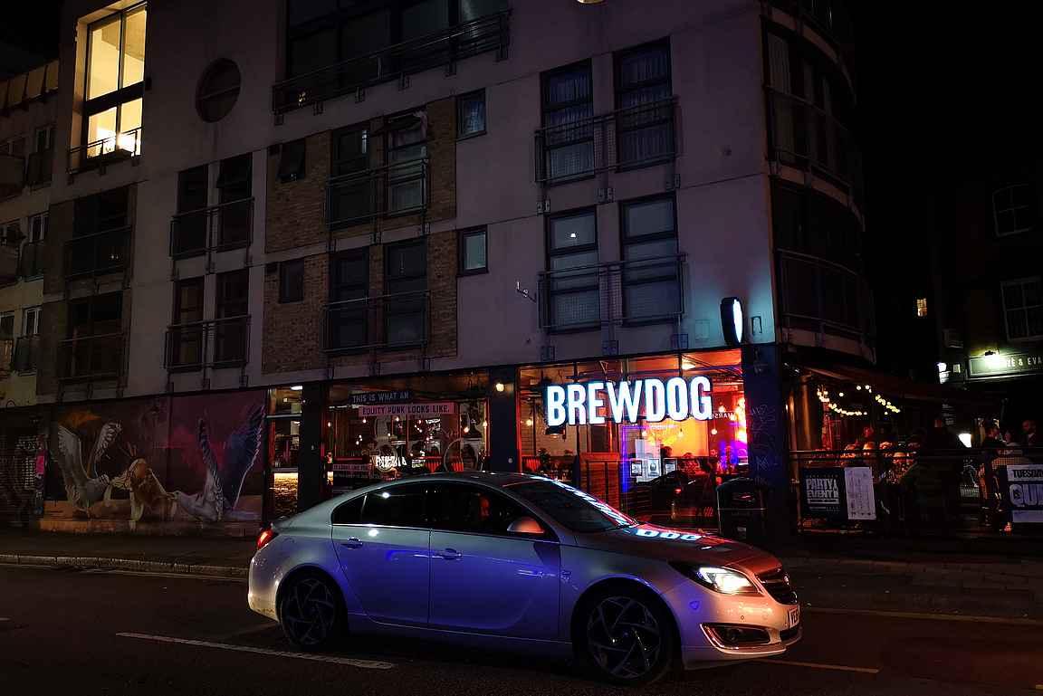 Brew Dogin naapurissa on upea grafiittiteos virkistämässä katukuvaa.