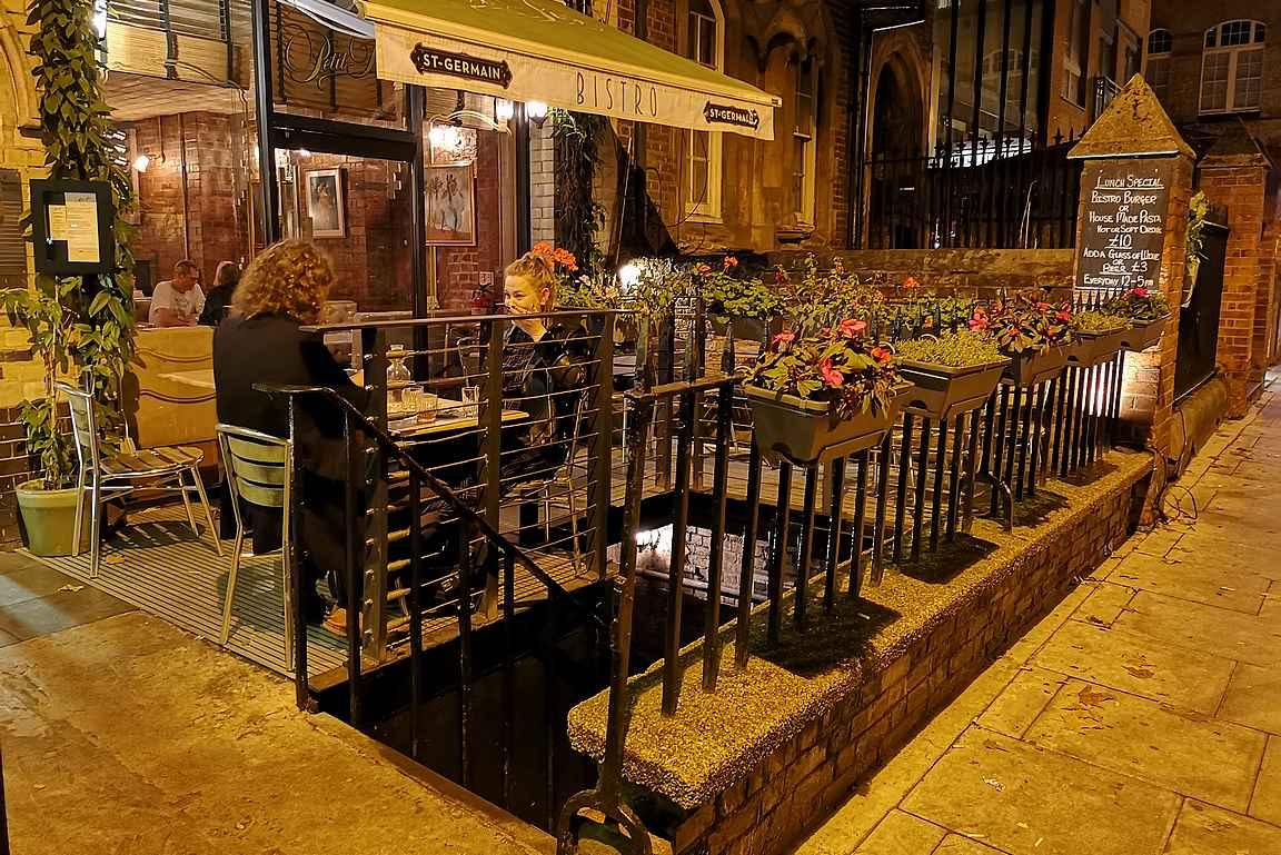 Hoxton Squaren piilossa oleva salaisuus löytyy näiden rappujen alta.