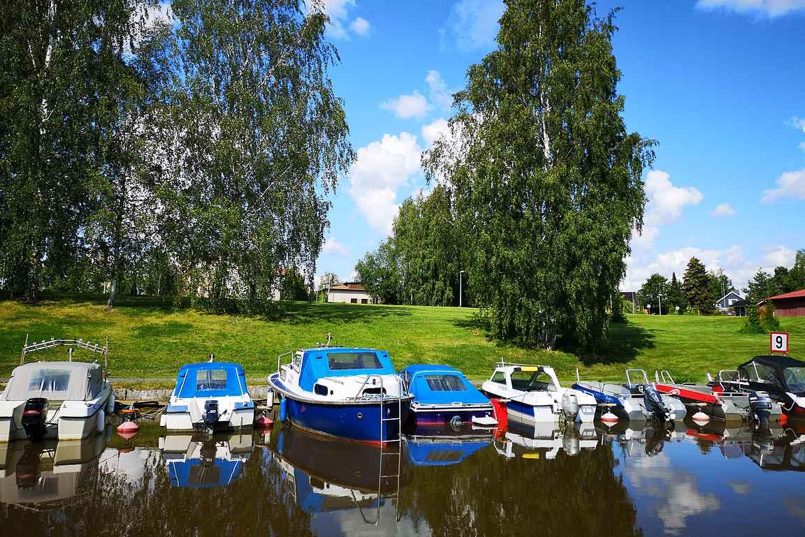 Loimijoen rantamaisemaa Forssan kansallisessa kaupunkipuistossa.