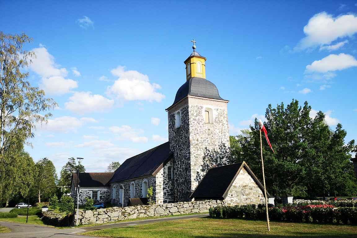 Tammelan kirkko hallitsee Tammelan kunnan keskustaa.