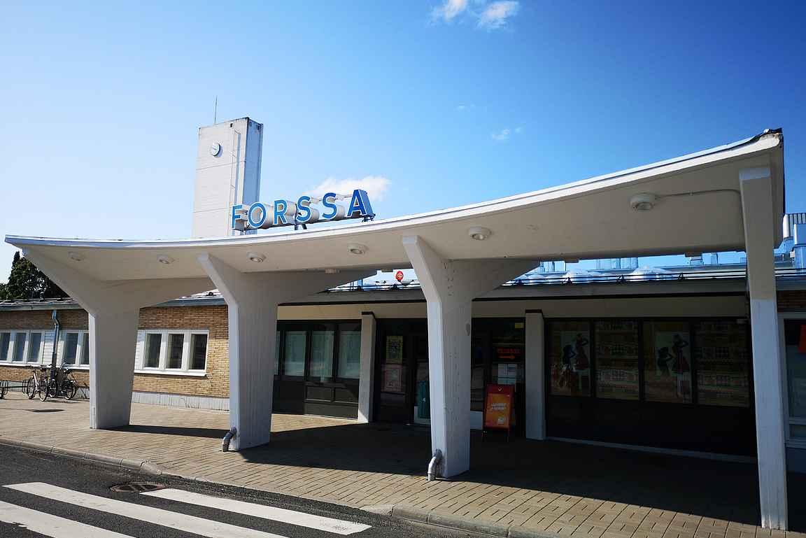 Forssan seutu saattaa kuulostaa yhtä uinuvalta kuin vuonna 1958 rakennettu funktionalistinen linja-autoasema - totuus on kuitenkin aivan toinen.