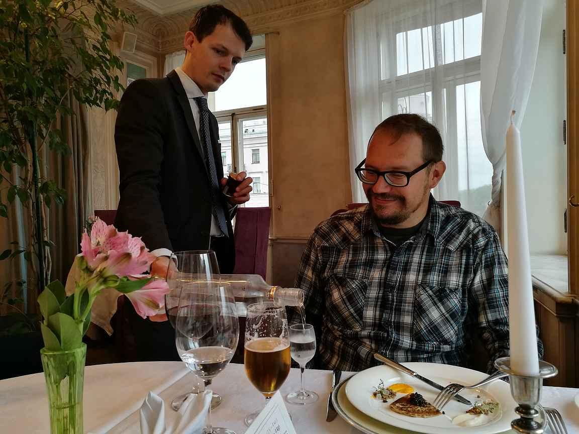 Mitäpä olisi Venäjän reissu ilman kaviaaria, vodkaa ja pitkän kaavan illallista.