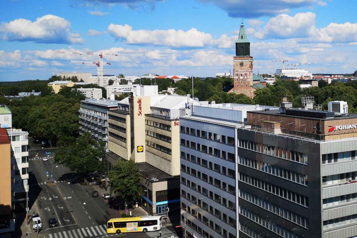 Scandic Julia sijaitsee keskustassa erinomaisella paikalla.