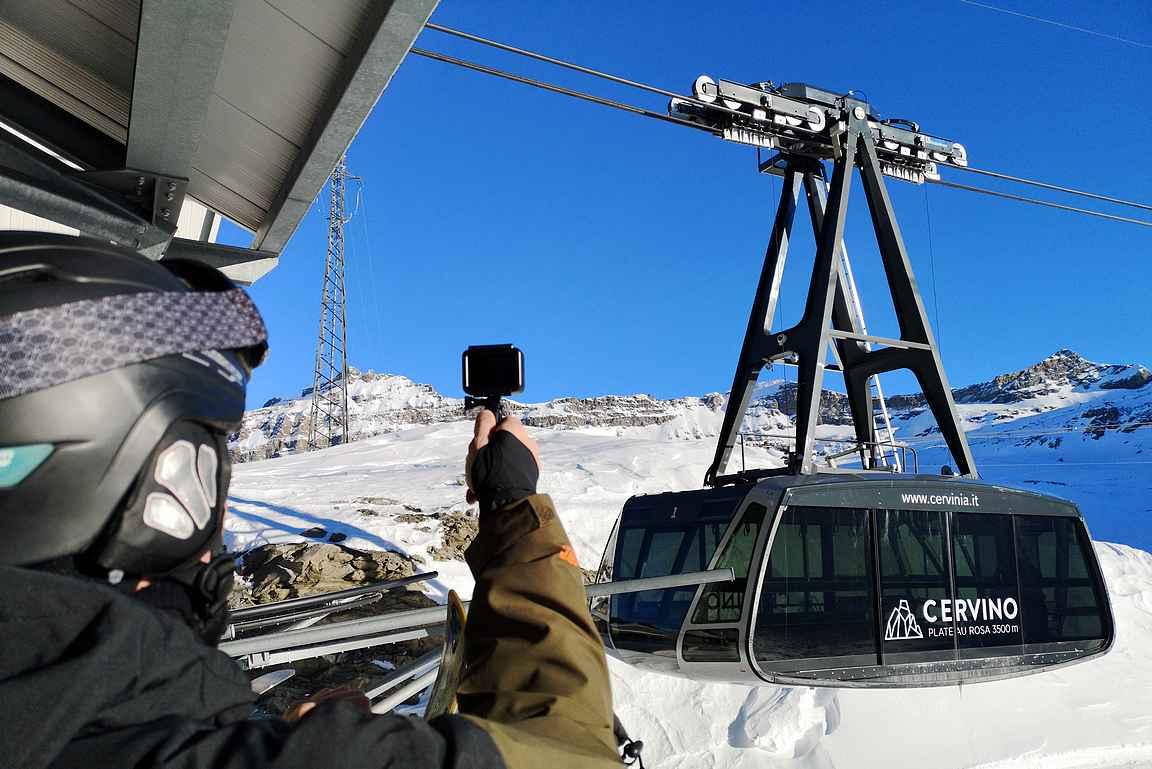 Plateau Rosalla noustaan uudella kabiinihissillä, jonka jälkeen tarjolla on kilometreittäin rinteitä niin Cervinian kuin Zermattin rinteillä.