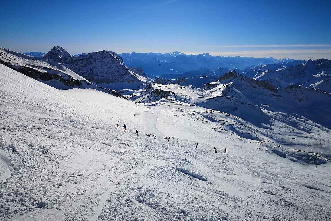 Plateau Rosálta lähtee punainen seiskarinne nimeltään Ventina Ghiacciaio, joka tarjoilee vauhdikasta tykitystä 8,5 kilometrin verran Cervinian kylään saakka.
