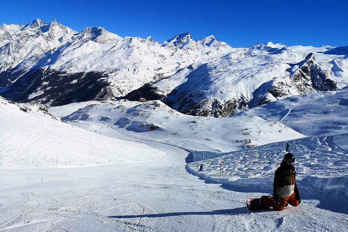 Kyllähän tällaisessa maisemassa on mukava laskea, kun taustalla on vielä Matterhorn parhaimmillaan.