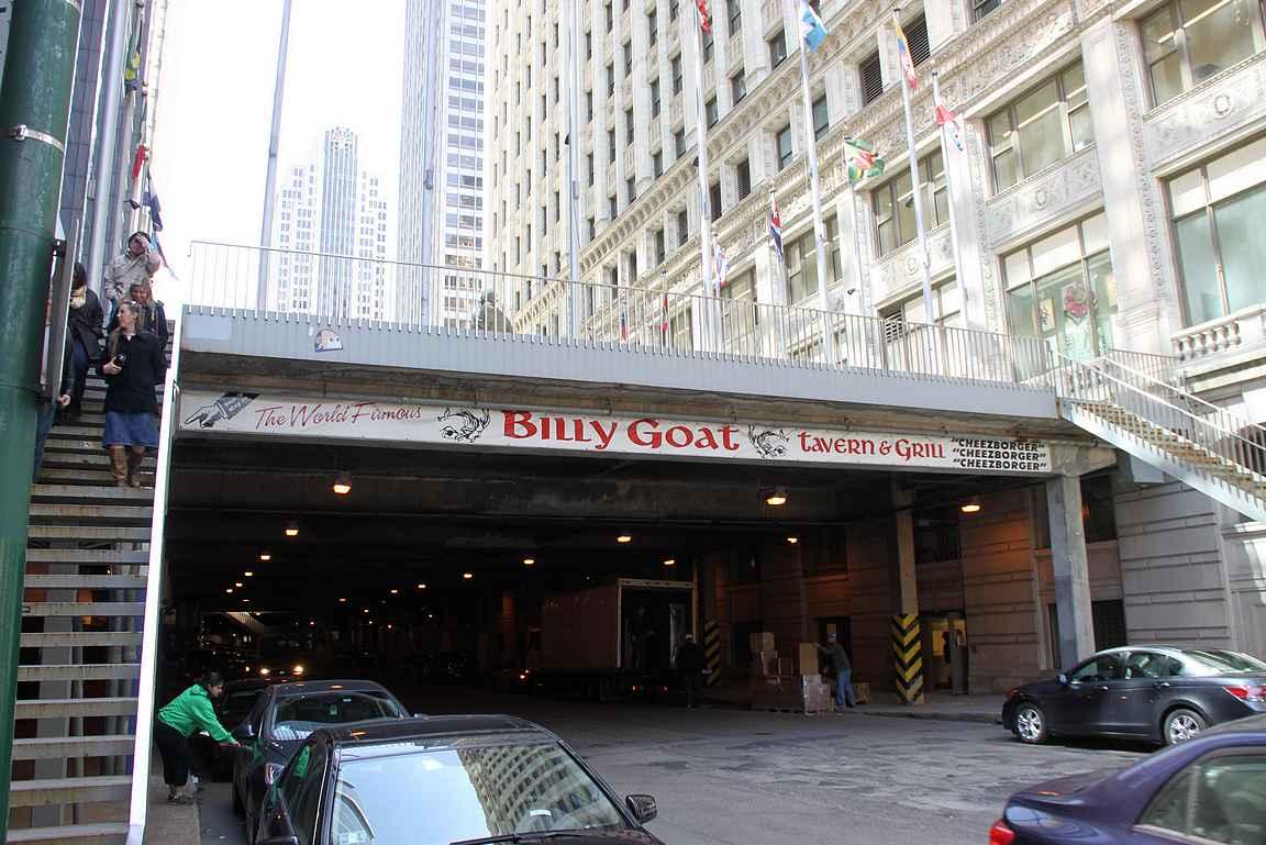 Billy Goat Tavern sijaitsee sellaisessa paikassa siltojen alla, että sinne ei vahingossa eksy.