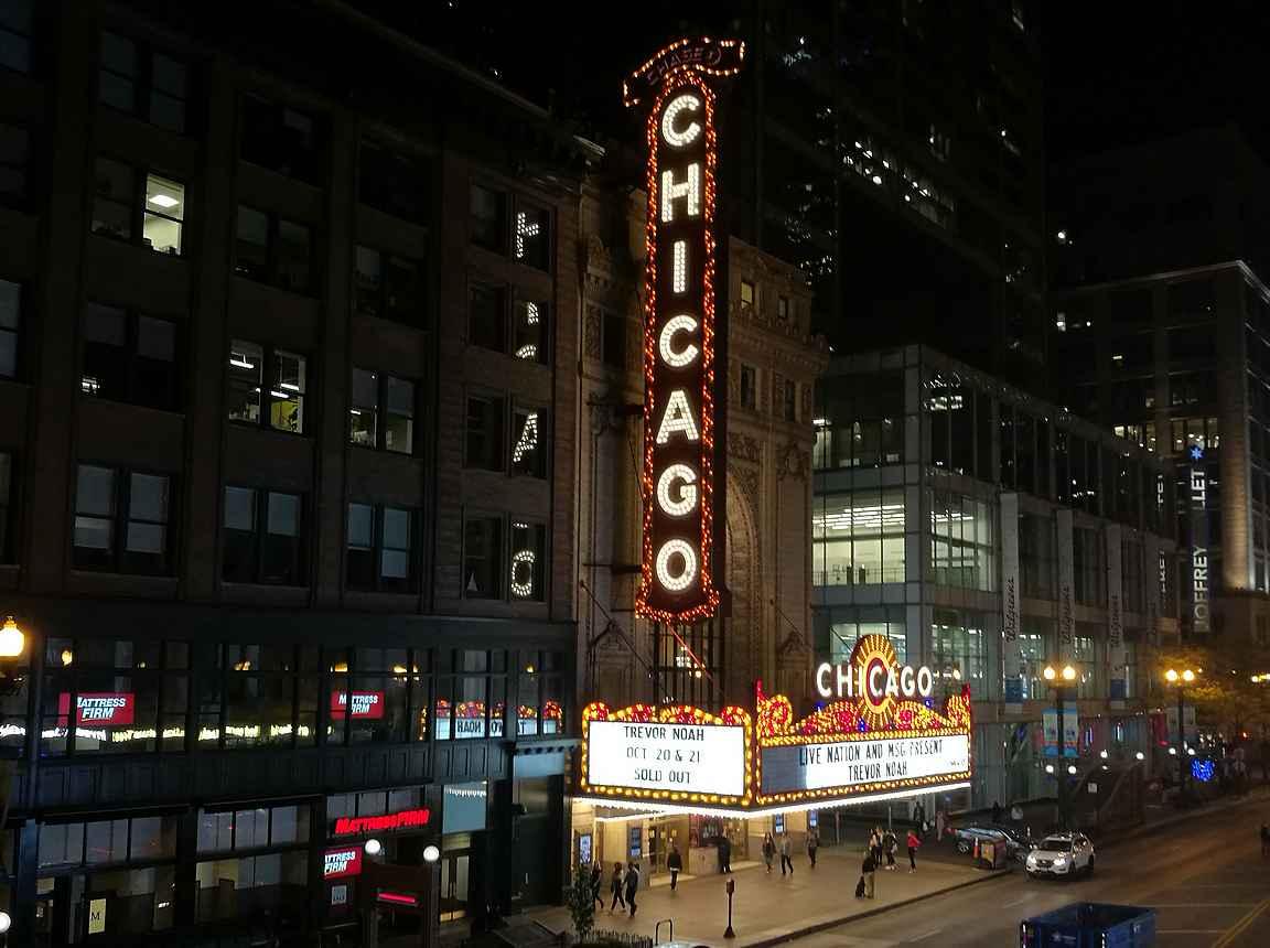 Chicago-teatterin ikoninen valomainos.