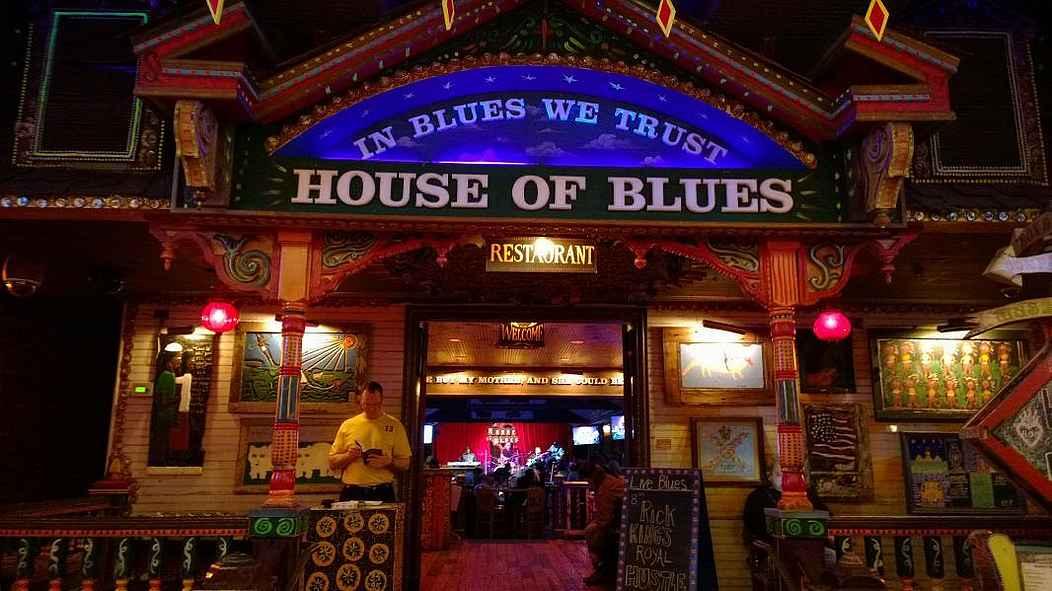 Vakituisena vierasbloggaajani toimiva Ili ihastui House of Bluesiin.