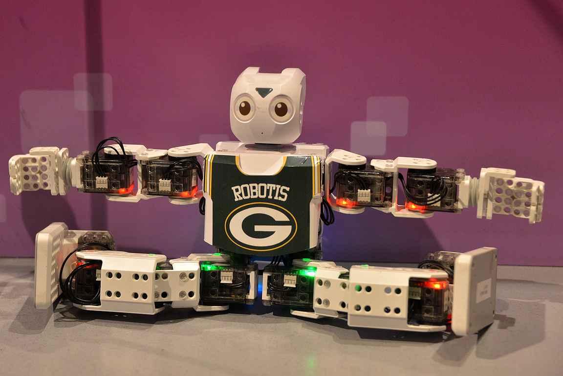 Robottiosuus oli hienosti toteutettu. Suuri suosikki oli luonnollisesti jääkiekkomaalivahti, joka teki haluamiamme torjuntaliikkeitä.