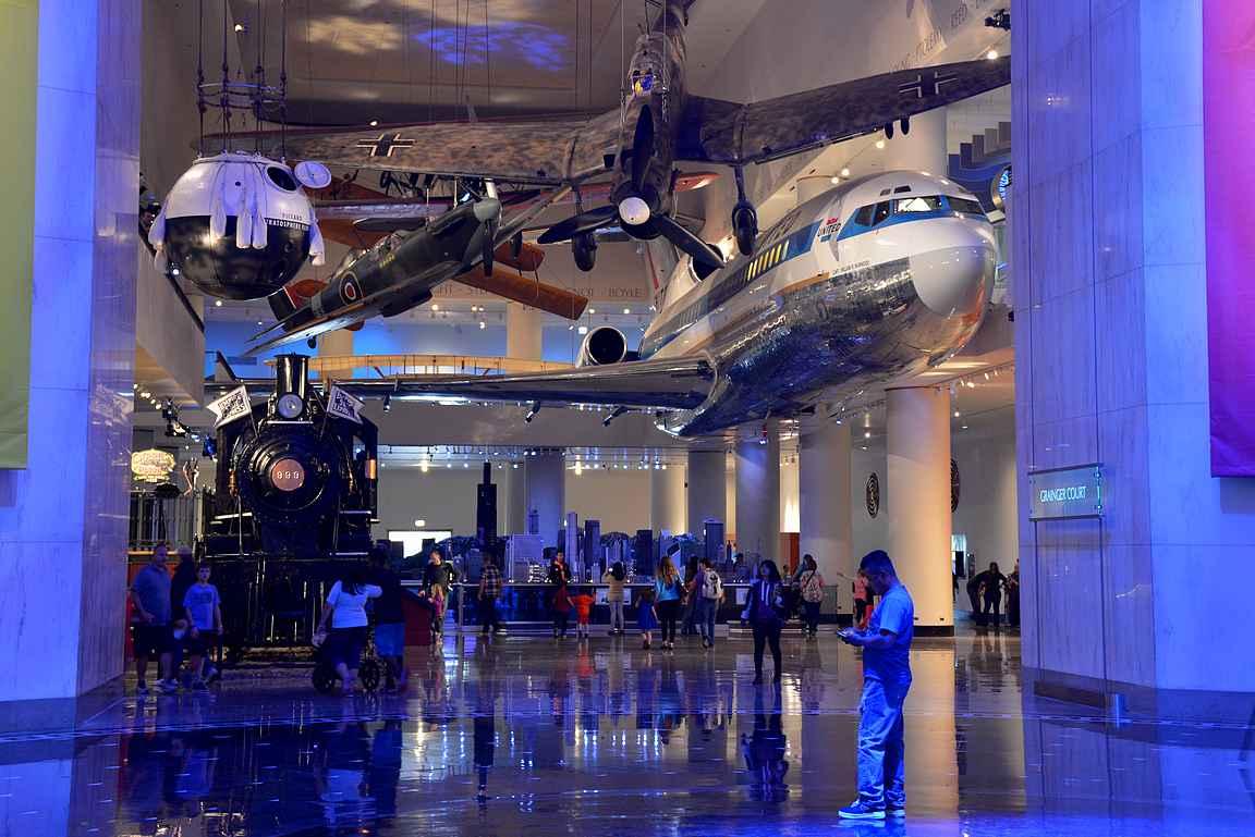 Lentotekniikka oli esillä vahvasti museossa.
