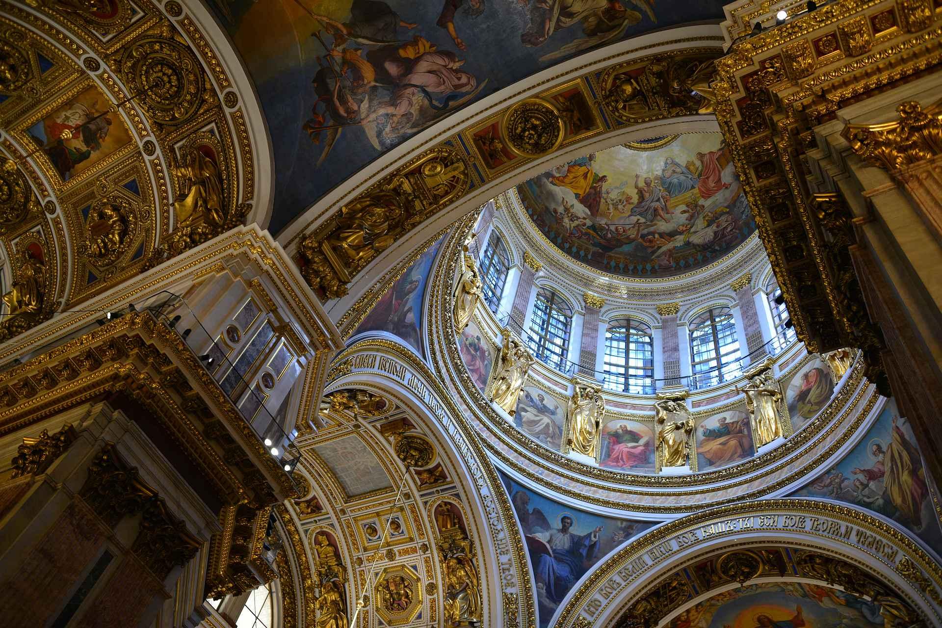 Iisakinkirkko on sisältä yksi kauneimpia kirkkoja missä olen käynyt.
