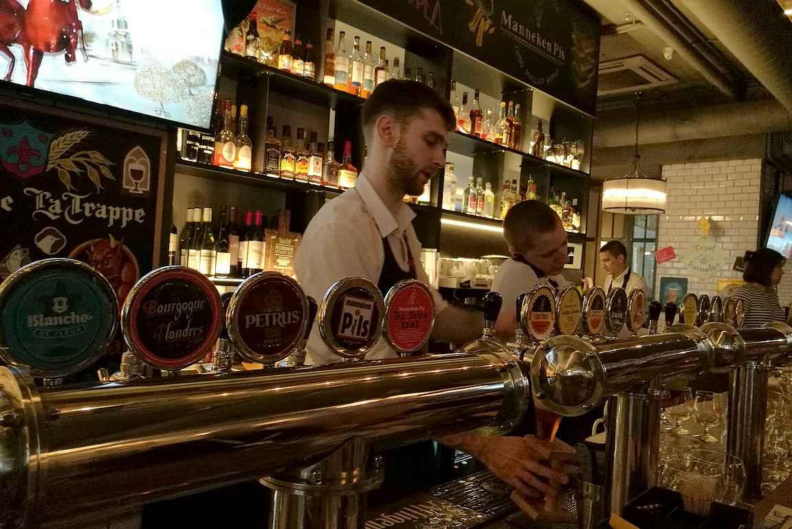 Manneken Pis ja sen erinomainen hanarivistö belgialaisia oluita.