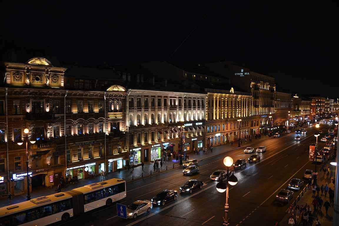 Nevski Prospekt on Pietarin pääkatu ja se sykkii ympäri vuorokauden.