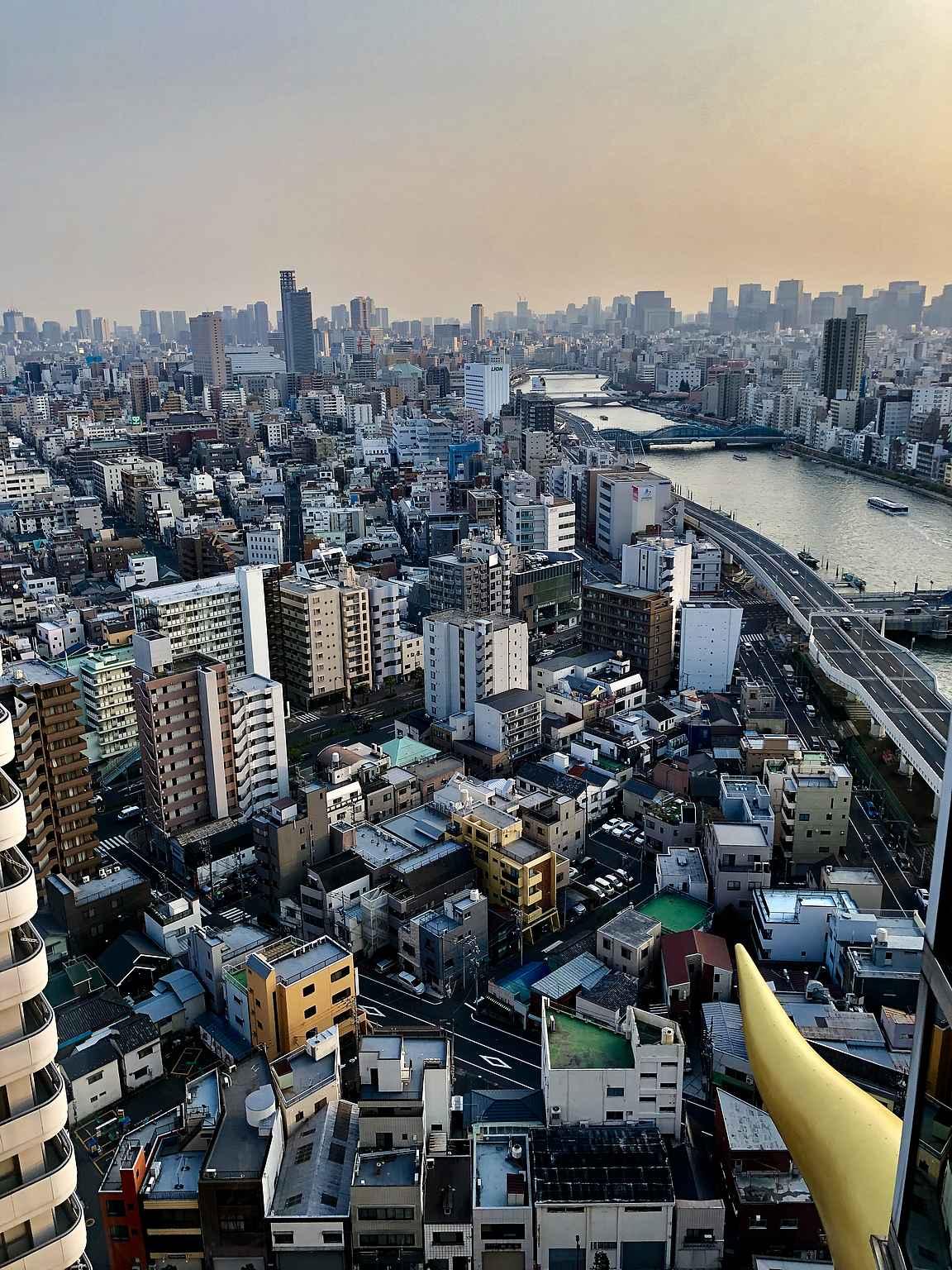 Asahin maisteluravintolasta avautuu hulppeat näkymät Tokioon.