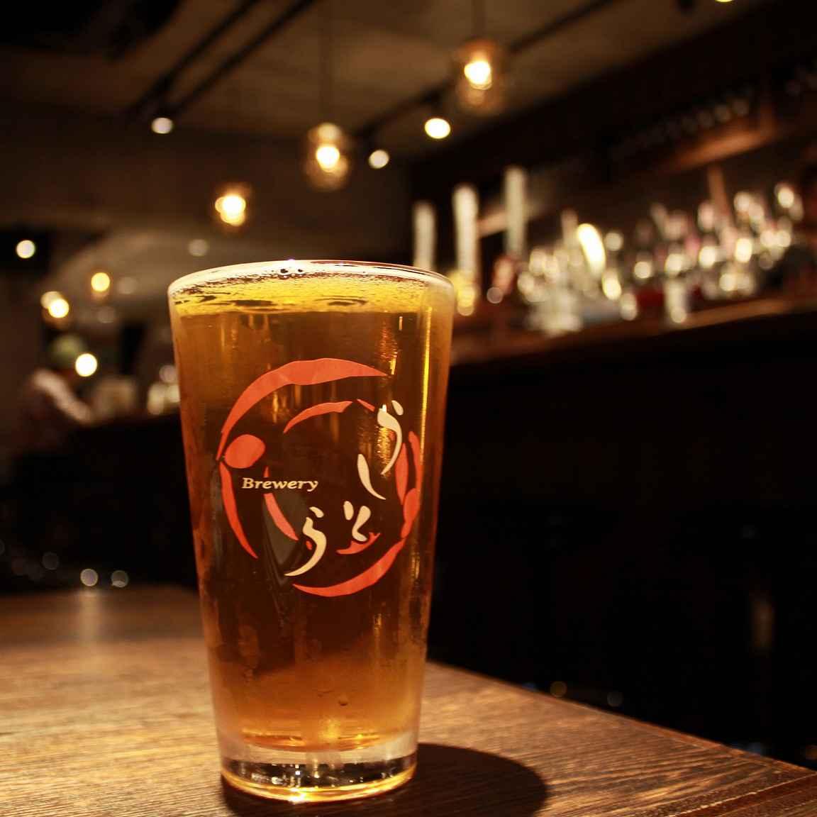 Ushitora Brewery omaa tuotontoa Ushitora Beer Bar -maisteluhuoneessa.