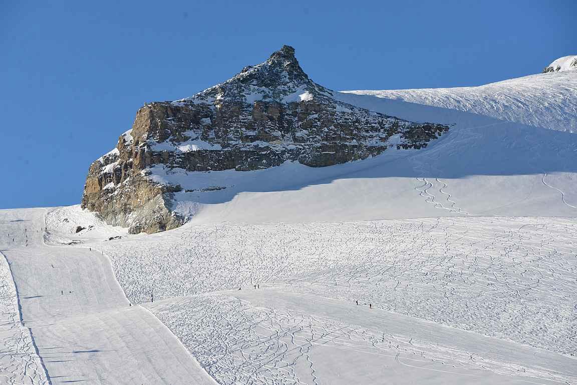 Furgsattel on erinomainen punainen rinne, josta haarautuu useita laskemisen arvoisia reittejä.