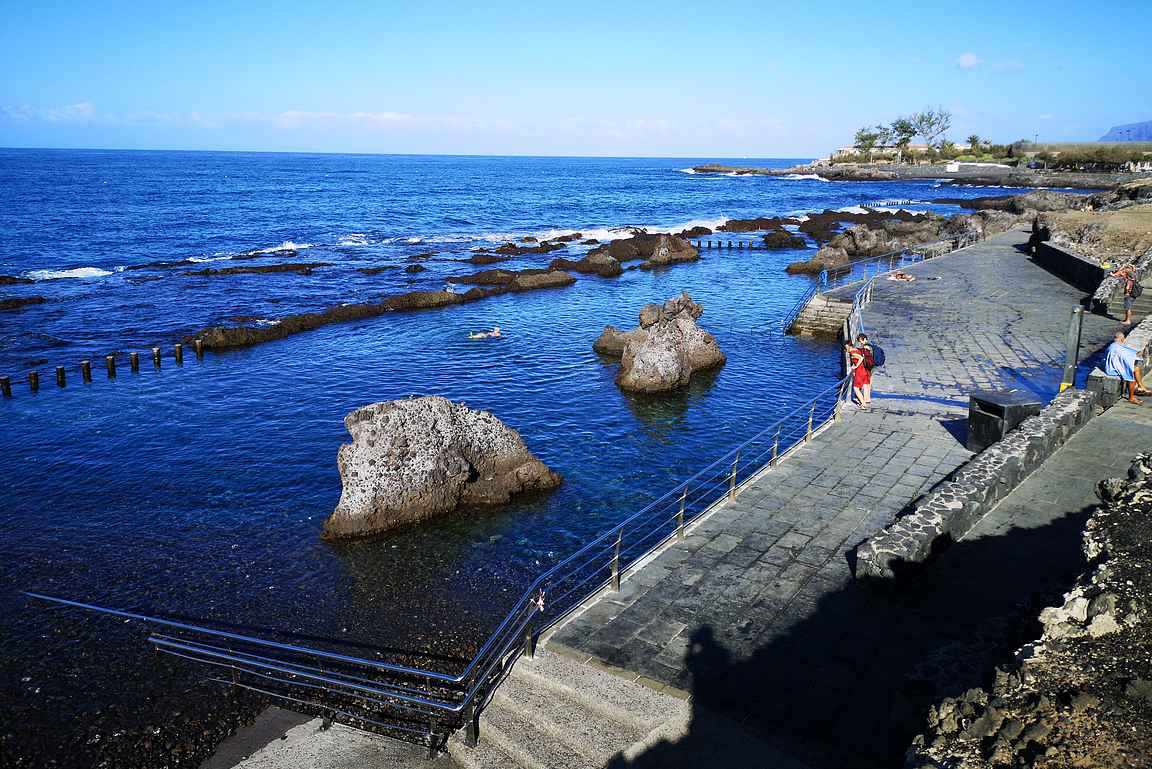 Alcalan uimarannat ovat rantakallioiden väliin syntyneitä uima-altaita...
