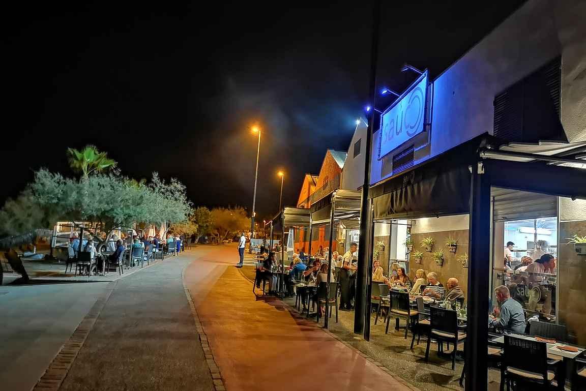 Sáuco on kylän suosituin ravintola osin sijaintinsa...