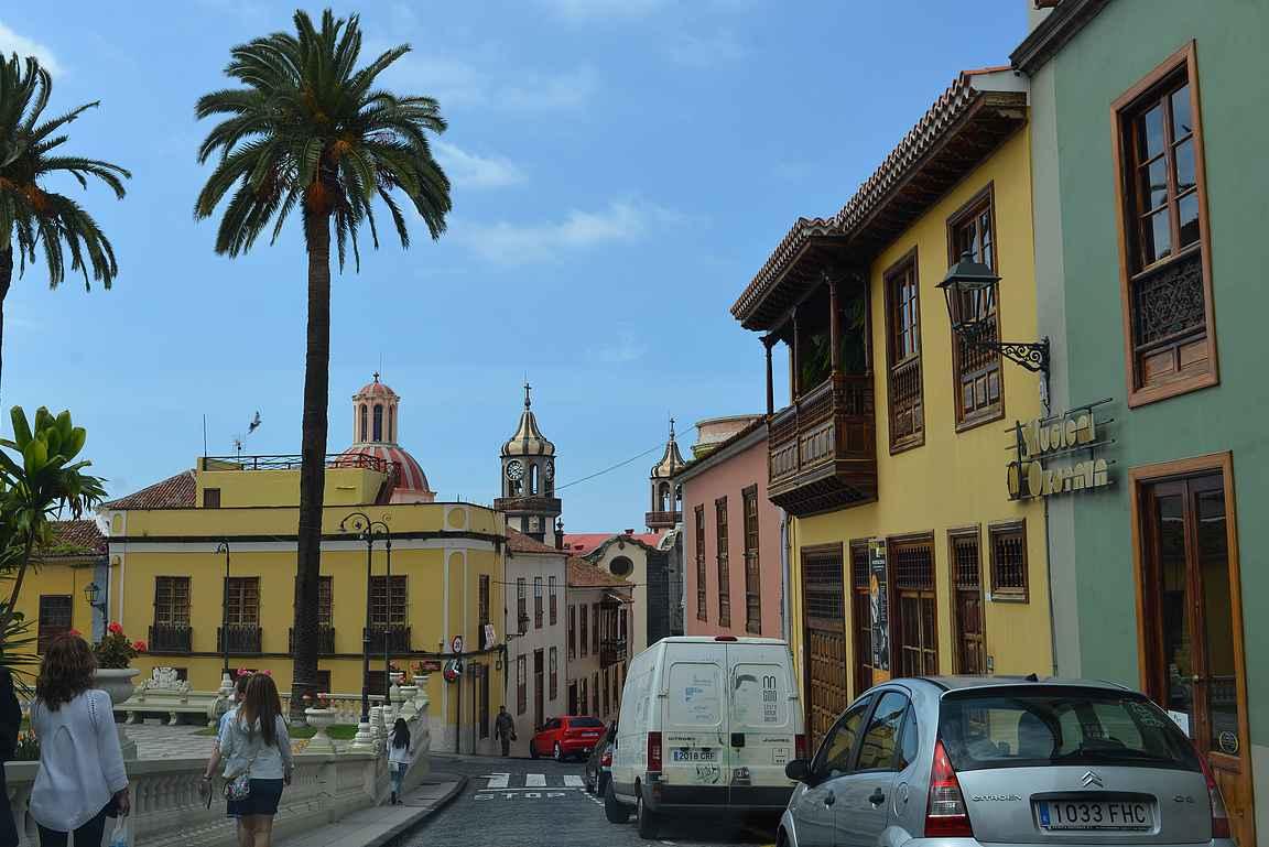La Orotavan keskustan värikkäät talot on oiva esimerkki espanjalaisesta arkkitehtuurista.