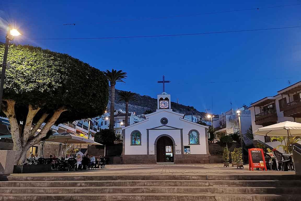 Los Gigantesin keskusta on syntynyt Parroquia del Espìritu Santon ympärille.