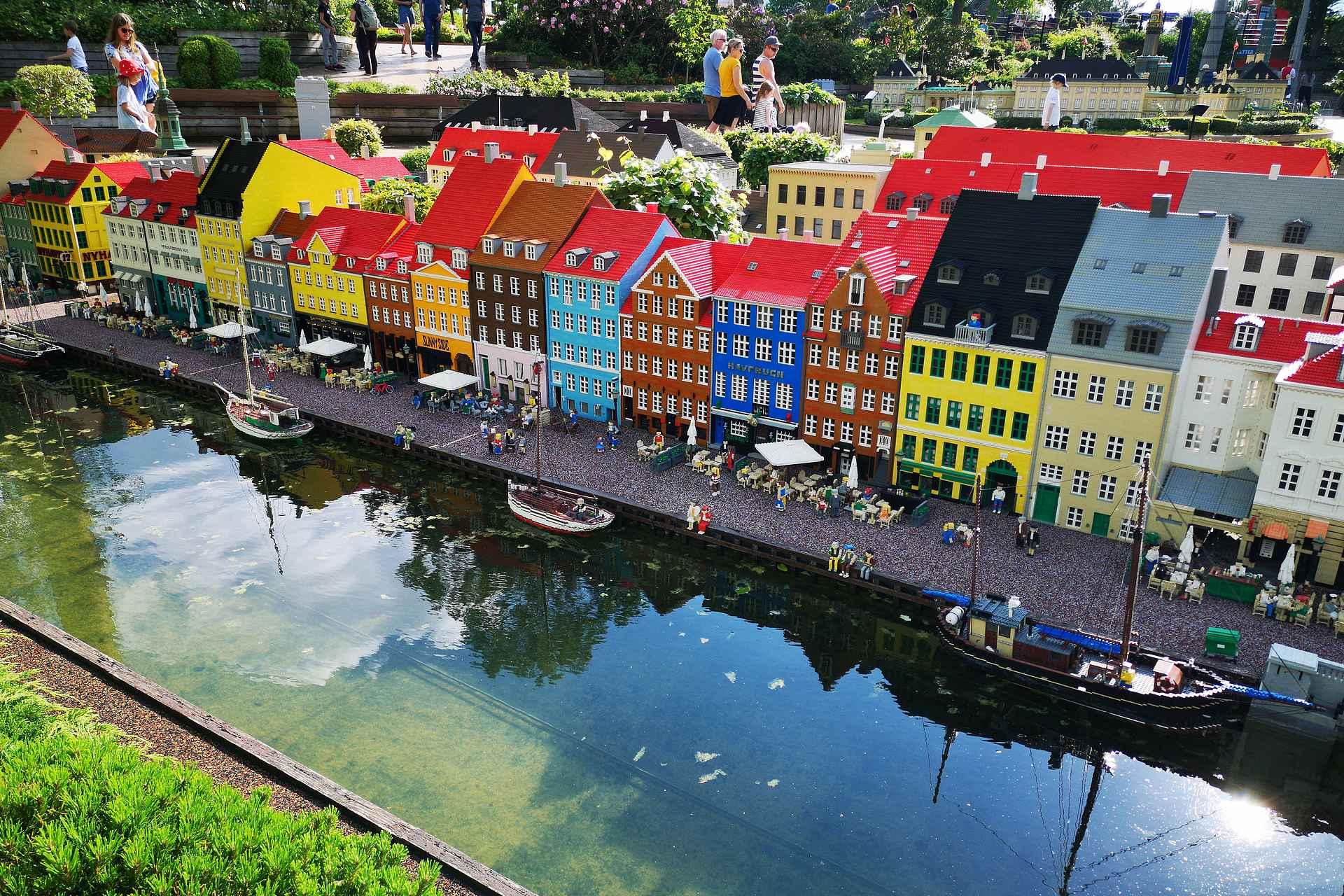 Nähdäkö Nyhavn Kööpenhaminassa myös livenä vai ei? Matkareitin suunnittelussa joutuu rajaamaan kohteet tarkkaan, että aikataulu pitää kutinsa.