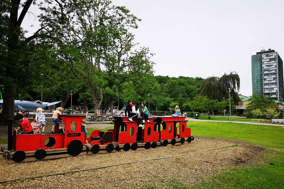 Göteborgissa Slottskogenin upea leikkipuisto on lapsille mieluisa.