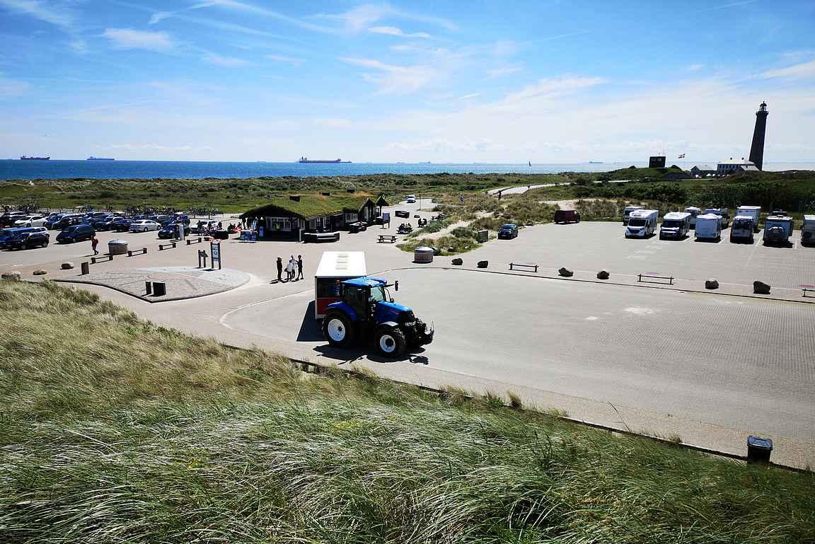 Skagenin pohjoispuolella oleva Grenen on Tanskan pohjoisin kohta, jonka hiekkadyynit ovat varsin suosittu retkeilykohde.