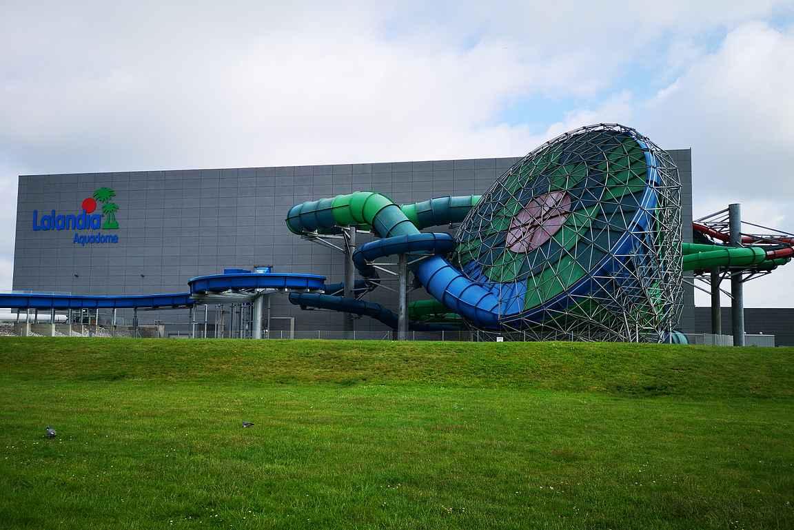 Lalandian viihdekeskuksessa sijaitsee mm. sisävesipuisto.
