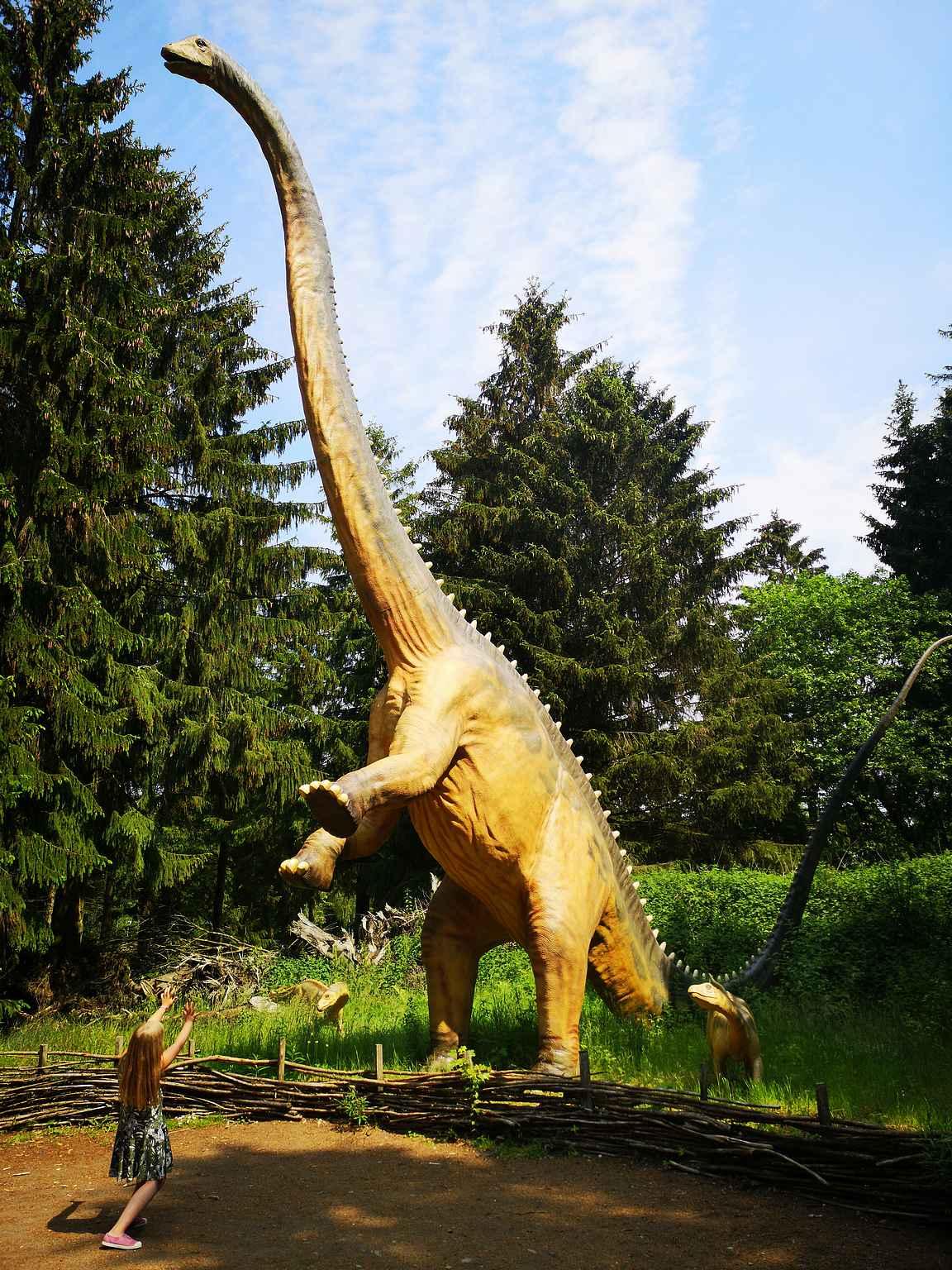 Givskudin eläintarhan alueella on myös dinosauruspuisto.