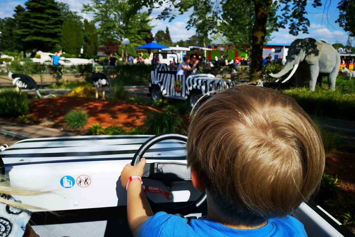 Omalla autolla Legolandiin ajaessa kannattaa varata pelkästään pari päivää itse Legolandiin.