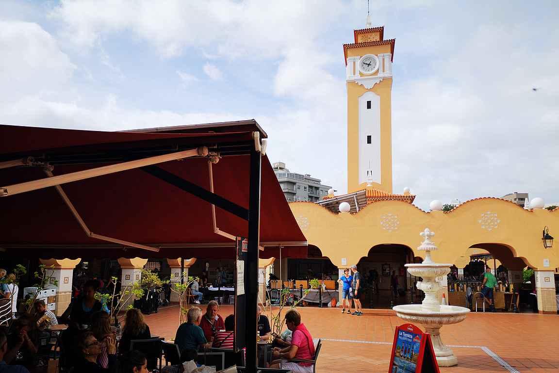 Santa Cruzin kauppahalli Mercado Municipal Nuestra Senora de Africa on kaupungin pakollinen tutustumiskohde.