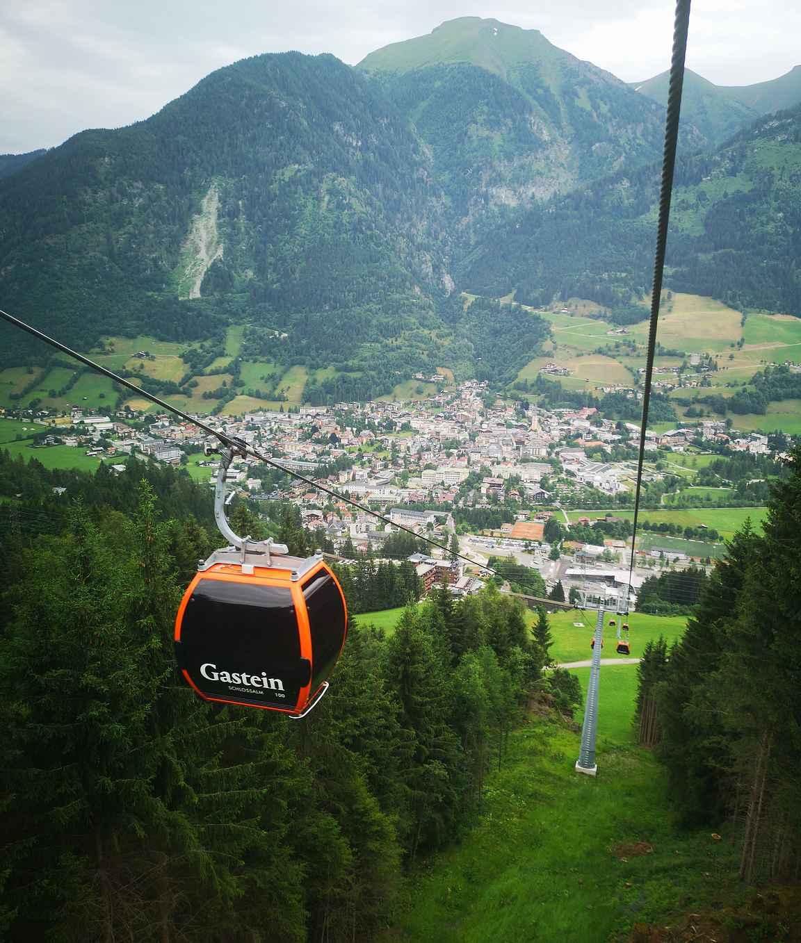 Bad Hofgasteinista noustaa uudella kabiinihissillä patikoimaan suoraan vuorille.