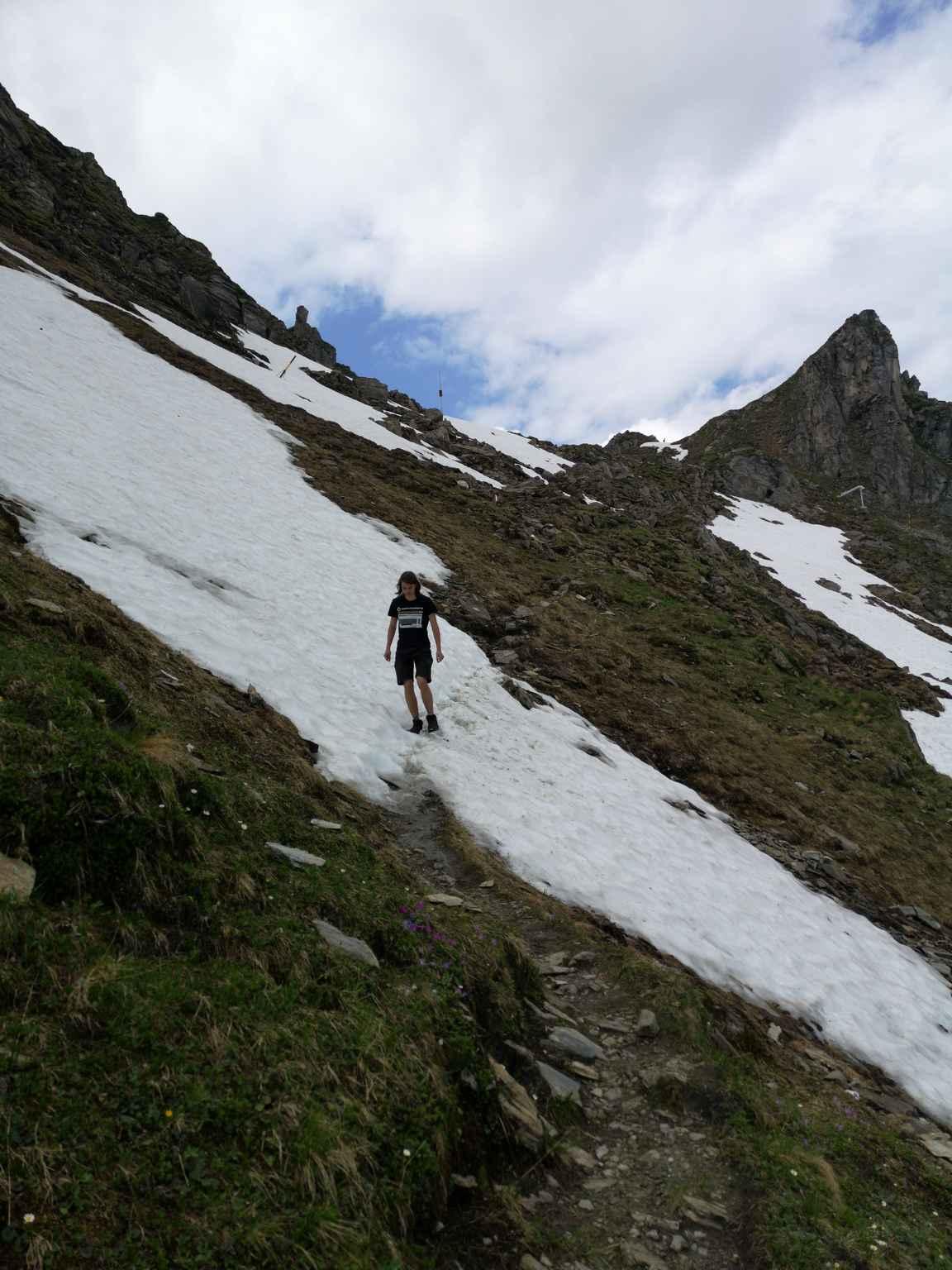Välillä reitin varrella oli kohtia, jossa oli ylitettävä varovasti lumipeitteet.
